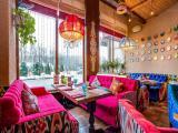 Сеть ярких и гостеприимных ресторанов в Москве Чайхана Павлин Мавлин ищет официантов! Обязанности: