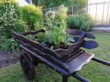 Деревянная декоративная телега, которая не только украсит территорию дачи или сада, но и станет неза...