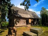 Предлагается к продаже крепкий зимний сухой дом с хозяйством, расположенный почти у самой Латвийской...