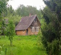 Продаётся отдельно стоящий живописный хутор с жилым домом в достаточно ещё нормальном техническом и