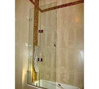 Нимание следует уделить выбору шторки для ванной или душевой кабинки. Многие отдают предпочтение сте...