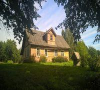 К продаже предлагается уютный хуторок - усадьба, отдельно стоящий без соседей на берегу реки Утроя
