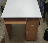 Продам стол в хорошем состоянии с наклейками
