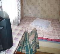Трехкомнатная квартира (18; 16 и 12 кв м) в двухэтажном доме (2-ой этаж) в Коминтерновском районе (р...