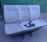 Резиновое покрытие на пол салона. Размер: в длину от крышки багажника до сиденья водителя; в ширину