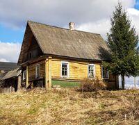 К продаже предлагается небольшой деревенский домик с банькой и земельным участком площадью 50 соток...