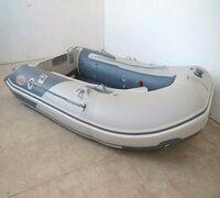 Лодка Badger Fishing Line AirDeck 270 ― трёхместная надувная лодка ПВХ с жёстким поперечным транцем...
