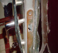   Ремонт стальных дверей и гаражных ворот. Вскрытие замков без повреждения двери. Врезка и замена з...