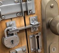   Ремонт входных железных дверей и металлических распашных гаражных ворот. Врезка и замена замков